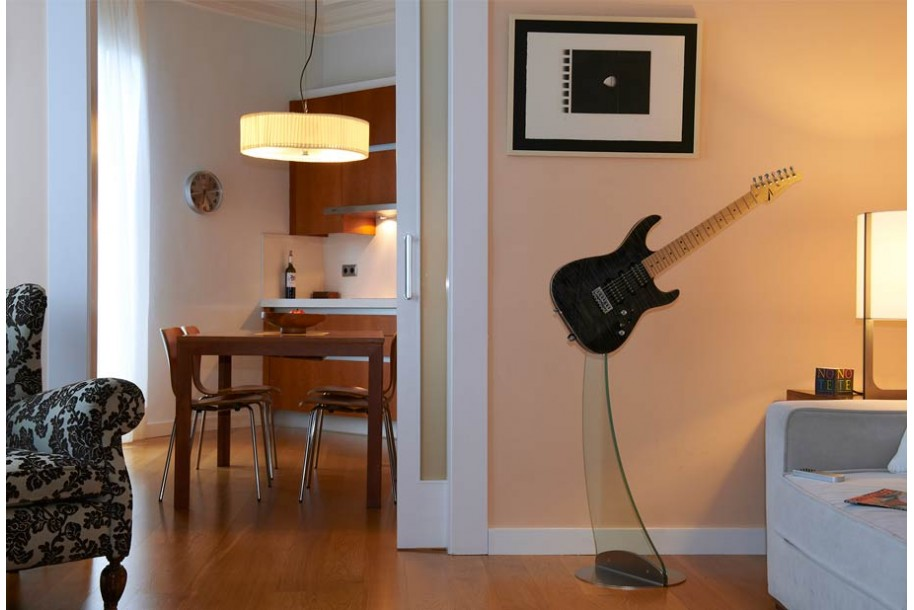 Why do you need a guitar stand? | Aclam Guitars
