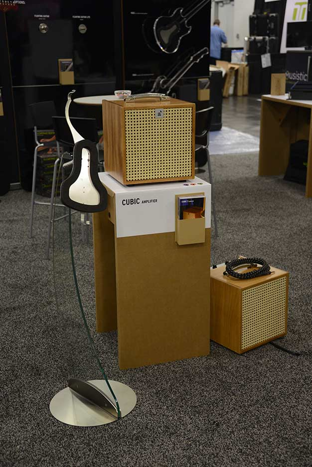 Cubic3 amplifier and Floating Guitar